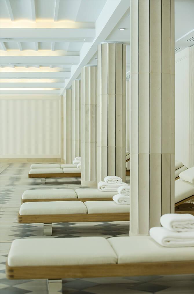 La piscine de Villa Maïa Hôtel 5 étoiles de luxe à Lyon
